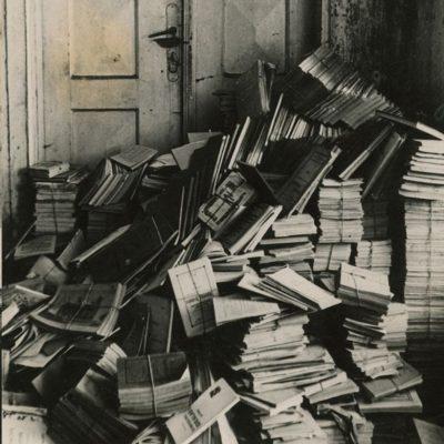 Sovietmečiu iš Šlapelių knygyno Knygų rūmai perėmė apie 10 tūkst. leidinių. Dėl to jie tapo viena didžiausių senosios spaudos saugyklų Lietuvoje.