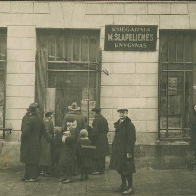 1906 m. Marijos ir Jurgio Šlapelių Vilniuje atidarytas knygynas buvo vienas pirmųjų lietuviška spauda prekiavęs knygynas.