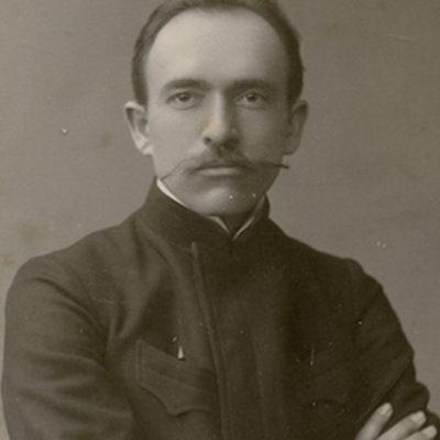 """Jurgis Šlapelis Maskvoje, 1907 m. Tų pačių metų balandžio 18 d. Jurgio Šlapelio ranka rašytame laiške iš Maskvos Marijai Šlapelienei į Vilnių matyti, koks nelengvas buvo studentui Šlapeliui anatomijos egzaminas: """"Mylymiausia tu mano Mariutyte! Skubu pasidžiaugti tau savo džiaugsmu. Kuo tik sugrįžau išdavęs anatomiją. Negali sau prisistatyt, koks tai sunkus buvo dalykas lig egzameno, o dabar kaip nebūta, tartum didžiausia našta nukrito nuo pečių."""""""