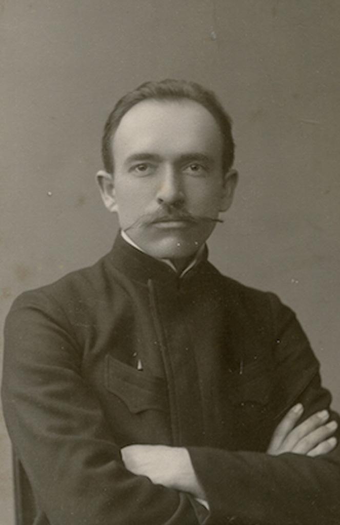 """Jurgis Šlapelis Maskvoje, 1907 m. Tų pačių metų balandžio 18 d. Jurgio Šlapelio ranka rašytame laiške iš Maskvos Marijai Šlapelienei į Vilnių matyti, koks nelengvas buvo studentui Šlapeliui anatomijos egzaminas: """"Mylymiausia tu mano Mariutyte! Skubu pasidžiaugti tau savo džiaugsmu. Kuo tik sugrįžau išdavęs anatomiją. Negali sau prisistatyt, koks tai sunkus buvo dalykas lig egzameno, o dabar kaip nebūta, tartum didžiausia našta nukrito nuo pečių."""