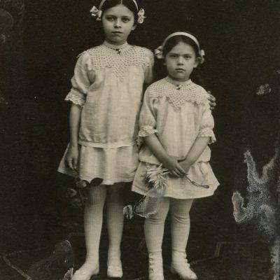 Laimutė ir Gražutė Šlapelytės, 1914 m.