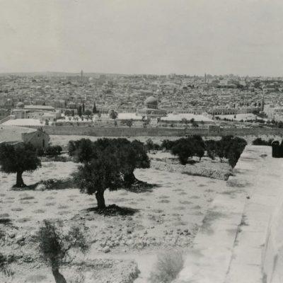 Laimutė ir Kazimieras Graužiniai vieši Jeruzalėje, 1937 m.