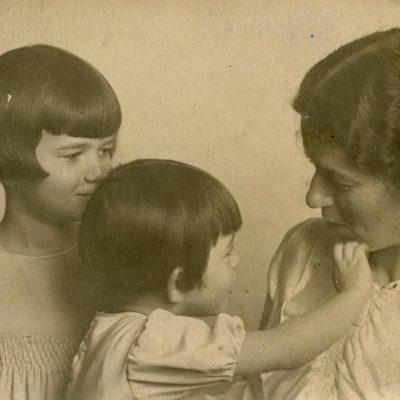 Laimutė Graužinienė su dukromis Romoje, 1936 m.