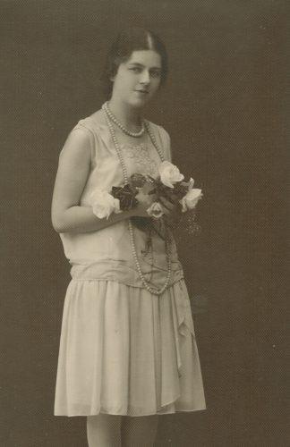 Laimutė Šlapelytė sužadėtuvių dieną, 1928 m. Fotografas Antoni Skurjat.