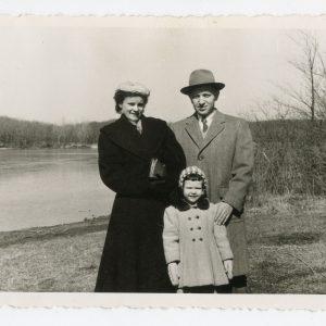 Skaistutis Čikagoje su žmona ir dukrele Rasa. 1957 m.