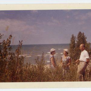 Skaistutis su abiem savo sesėmis. 1958 m.