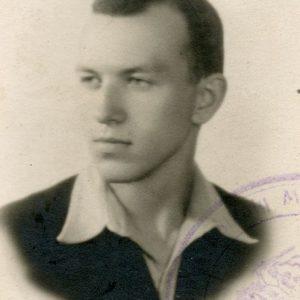 Skaistutis studentas. 1938 m. Šioje nuotraukoje Skaistučiui Šlapeliui – 19 metų. Jis, kaip buvo ir abi jo seserys, Vilniaus universiteto (tuomet Stepono Batoro universiteto) studentas, kur studijavo matematiką ir chemiją. Buvo Vilniaus lietuvių studentų sąjungos narys, ekskursijų po Vilnių vadovas. Fotografai E. ir B. Zdanowscy.