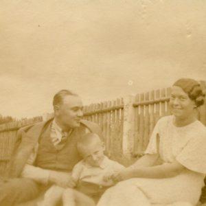 Gražutė Šlapelytė svečiuojasi Kačerginėje. 1935 m.
