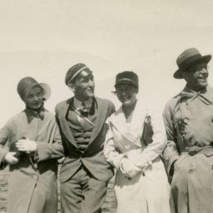 Gražutė Šlapelytė su draugais prie Kuršių marių. 1931 m. Gražutė - antra iš dešinės.