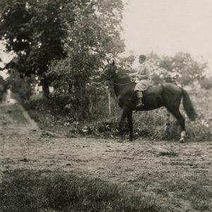 Gražutė Šlapelytė ant žirgo. 1929 (?) m.